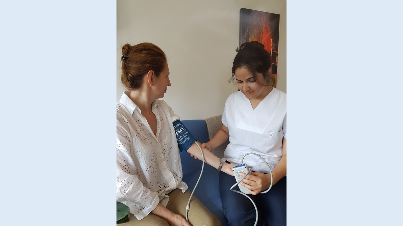 Holter tansiyon cihazı 24 saat kan basıncınızı otomatik ölçer